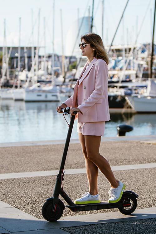 Dolce vita luxury yacht, toys, trottinettes