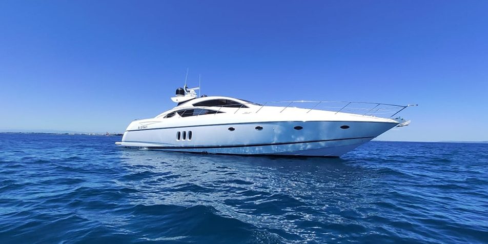 Yacht DOLCE Sunseeker Predator 72, face avant