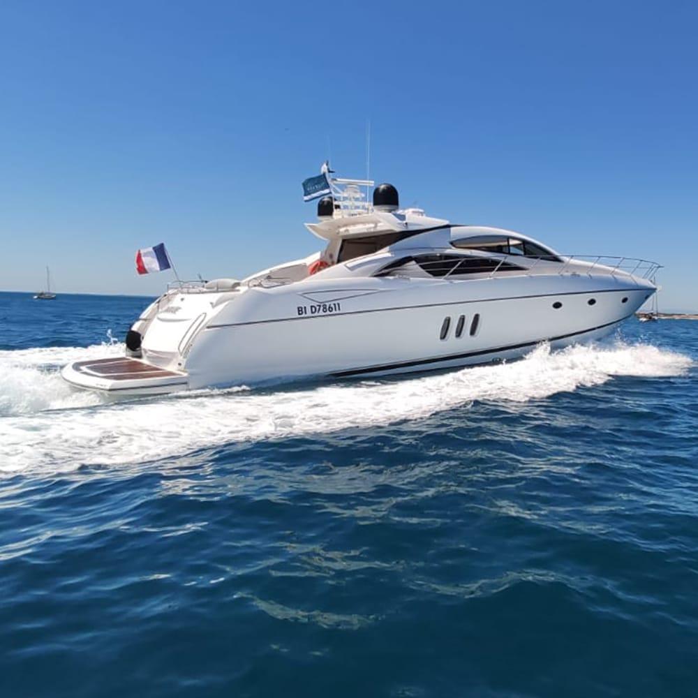 Yacht DOLCE Sunseeker Predator 72, face arrière